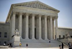 Tính Mong Manh Vô Thường của Luật Pháp Mỹ