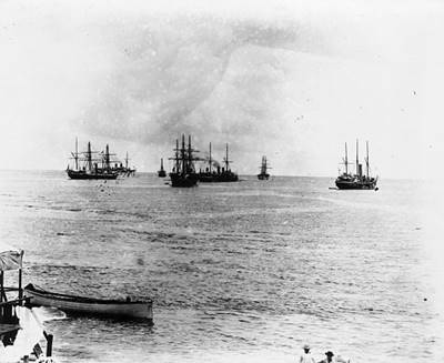 http://upload.wikimedia.org/wikipedia/commons/thumb/b/b2/German%2C_British%2C_American_warships_in_Apia_harbour%2C_Samoa_1899.jpg/586px-German%2C_British%2C_American_warships_in_Apia_harbour%2C_Samoa_1899.jpg